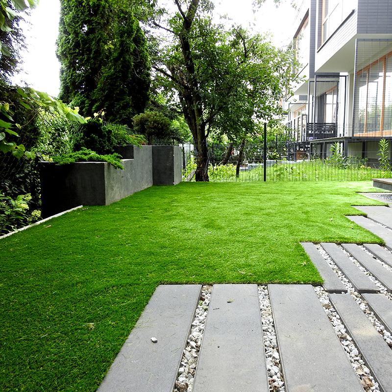taras sztuczna trawa